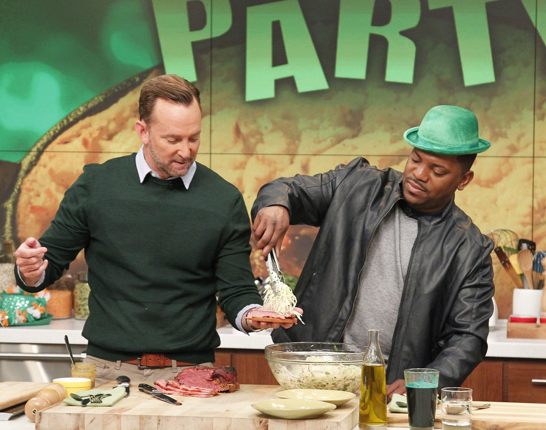 Making a cabbage slaw sandwich with Mekhi Phifer!