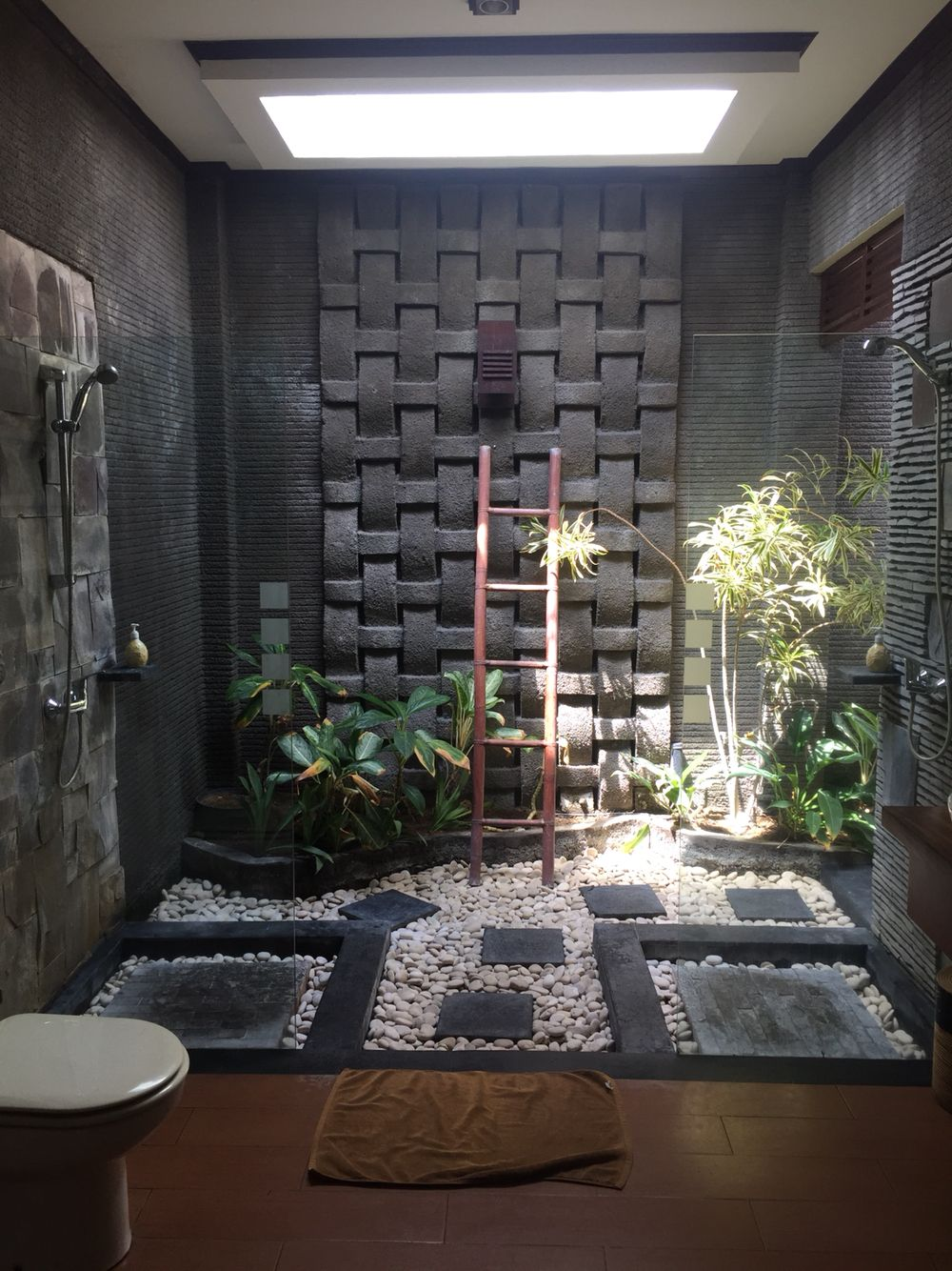 Bali bathroom bathroom toilets pinterest natural for Balinese bathroom design