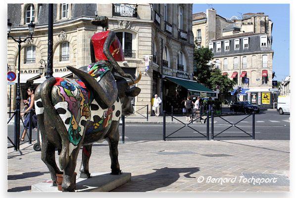 N°37 - Une Jolie Fleur dans une peau d'vache Allées de Tourny Artiste Louis Lopez - Propriétaire Tourny Meyer