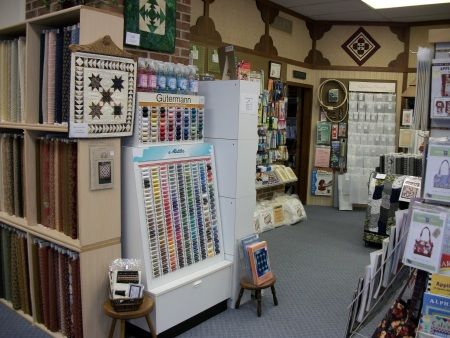 The Quiltmaker S Shoppe In Manchester Iowa Quilt Shop Displays Quilt Shop Quilts