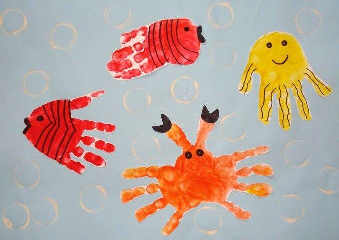 Poisson empreinte de main peinture doigts pinterest empreintes de main poissons et mains - Peinture main enfant ...