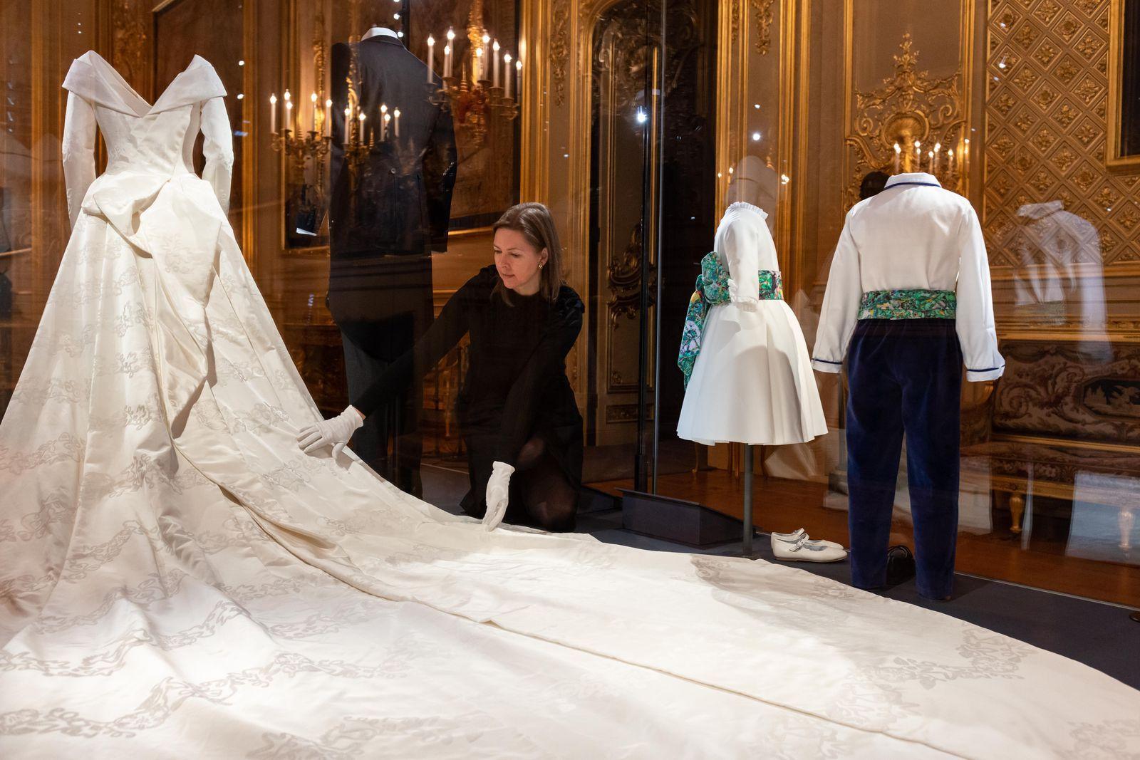 Princess Eugenie Says Her Second Wedding Dress Was Inspired By Grace Kelly Eugenie Wedding Royal Wedding Gowns Princess Eugenie [ 1067 x 1600 Pixel ]