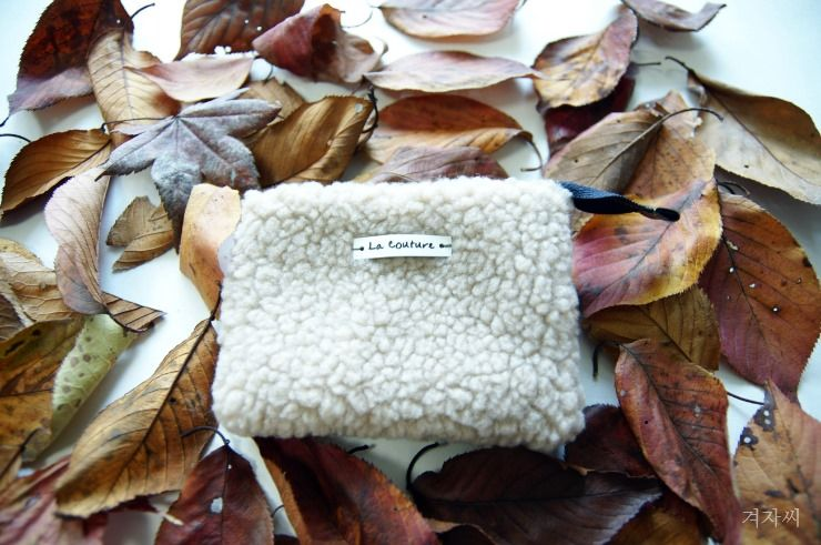 f7417b762694 DIY Tutorial in Pictures. Small cosmetic pouch made of faux fur makeup bag  mini wallet. Small coin purse handmade gift idea