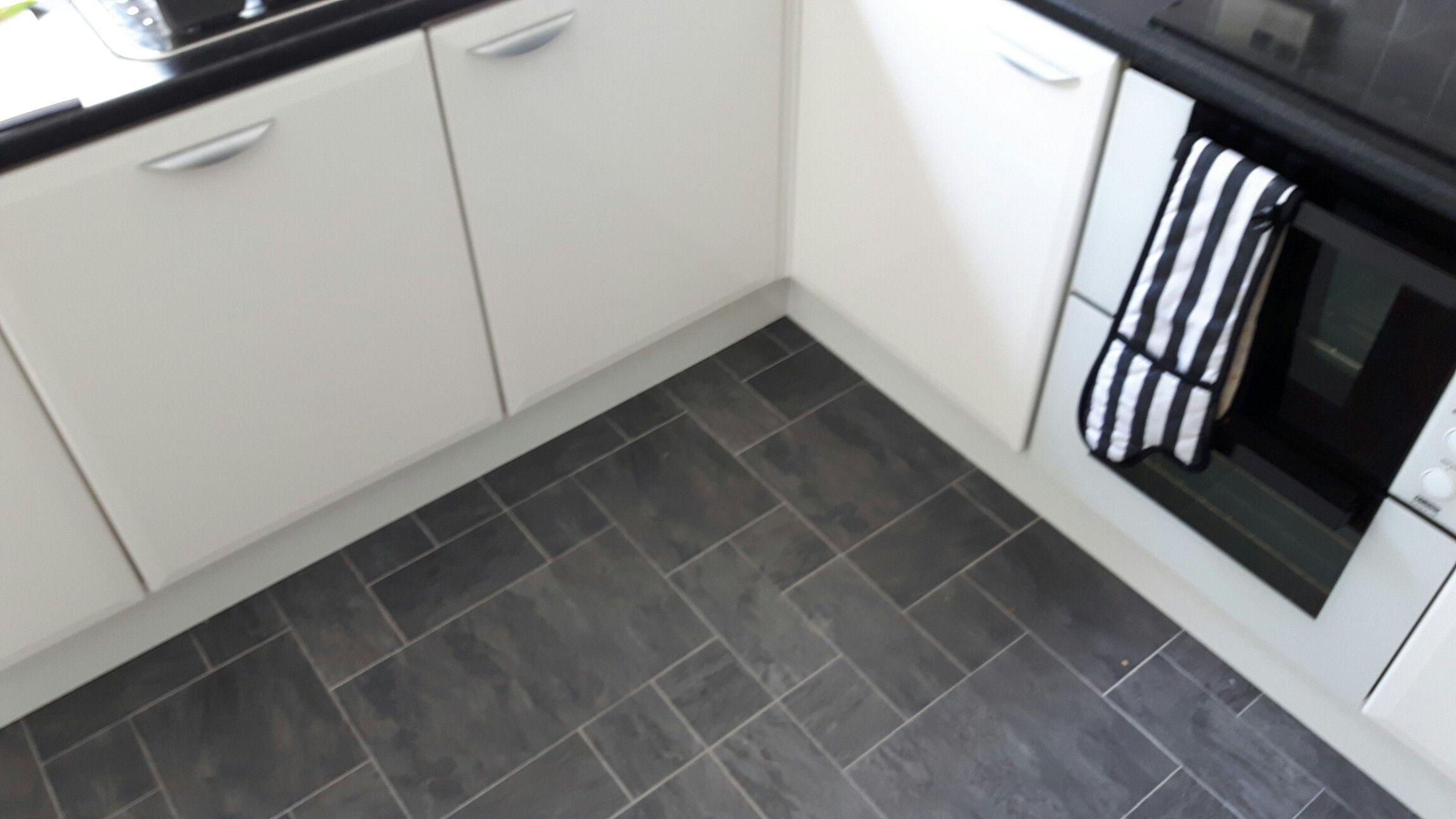 Ac6 Night Slate Random Tile Effect Laminate Flooring