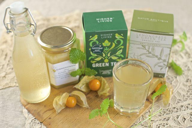 Jun te er en nydelig fermentert drikk av honning og grønn te og er en forfriskende tørstedrikk på varme dager. Jun te er kombuchaens champagne