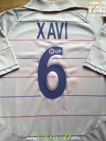 aca33ed54 Relive Xavi s 2003 2004 season with this vintage Nike Barcelona away  football shirt.