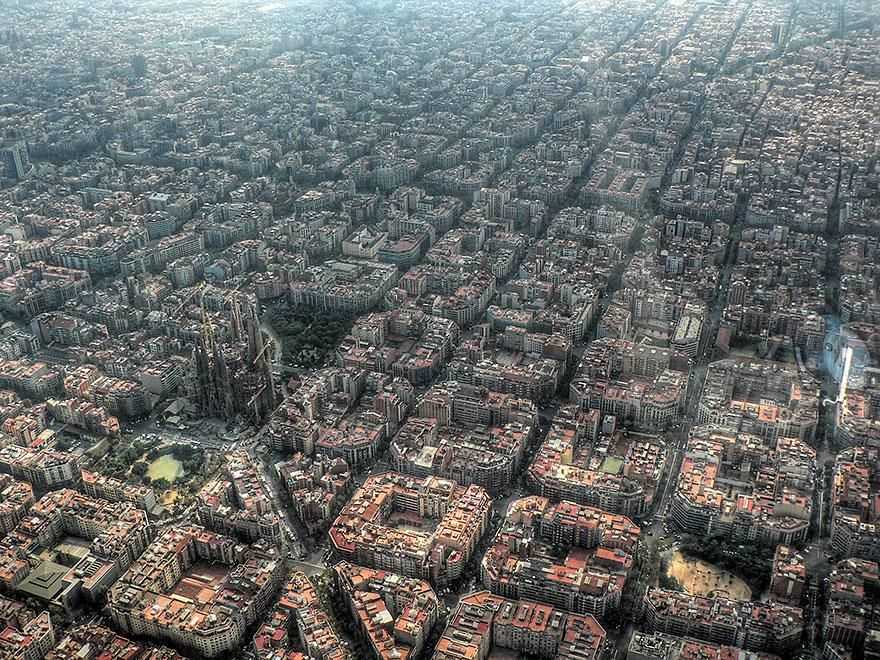 15 Famous Landmarks Zoomed Out To Capture Their Surroundings / Barselona from above :)