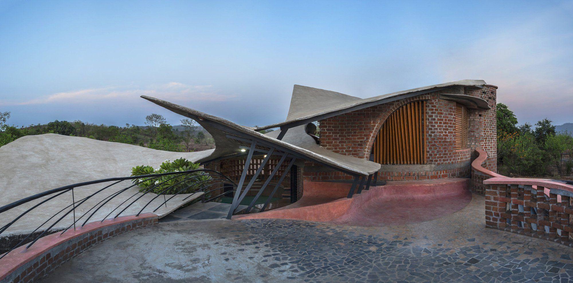 Brick House In Wada, Maharashtra, India 1 Backsteinbau