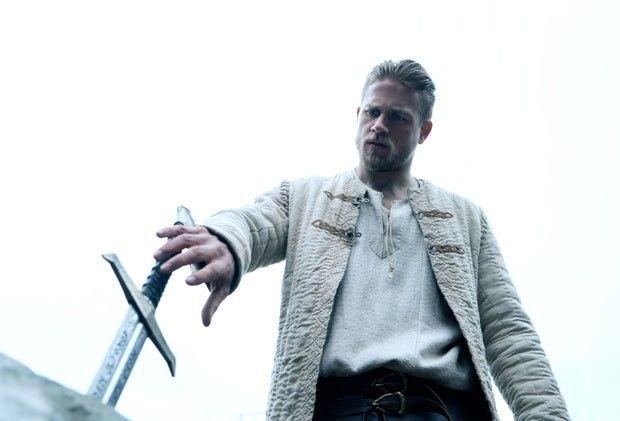 Rei Arthur A Lenda Da Espada Traz Referencias A Game Of Thrones
