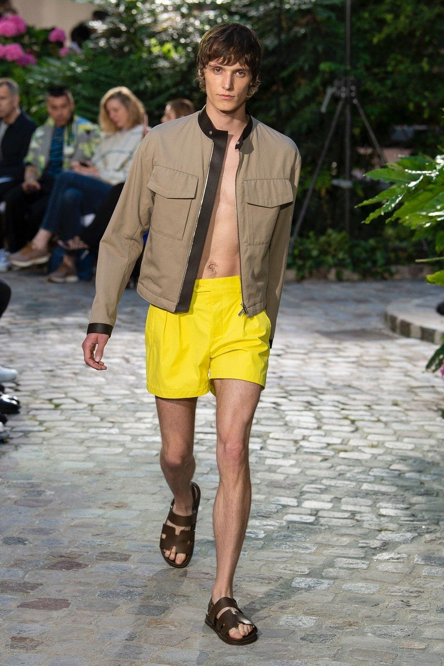 d14bb3148558 Hermès Spring 2019 Menswear collection, runway looks, beauty, models, and  reviews.