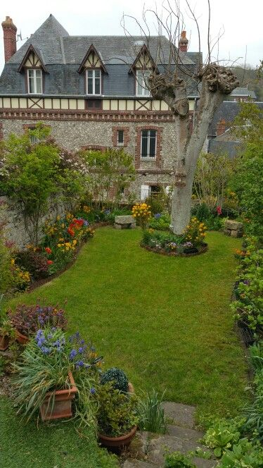 Petit jardin romantique veules les roses france - Petit jardin romantique tours ...