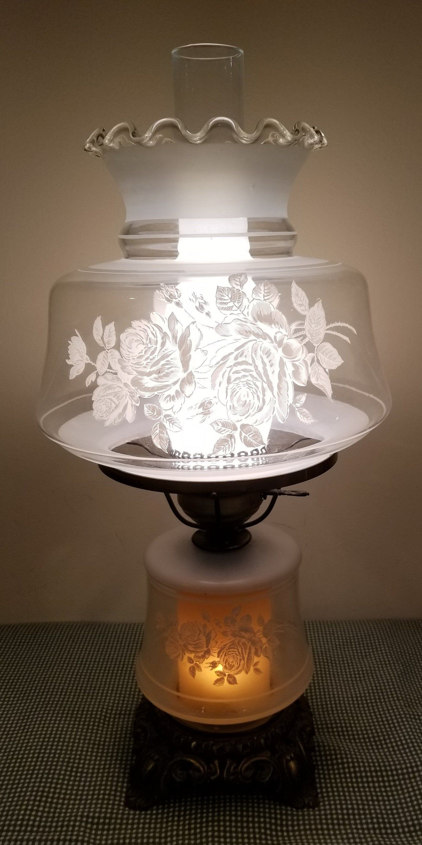 Vintage Gwtw Gone With The Wind Electric Table Hurricane Lamp Light Clear Glass White Frost Flowers And Chimney Ruffle Scalloped Top Hurricane Lamps Glass Hurricane Lamps Lamp