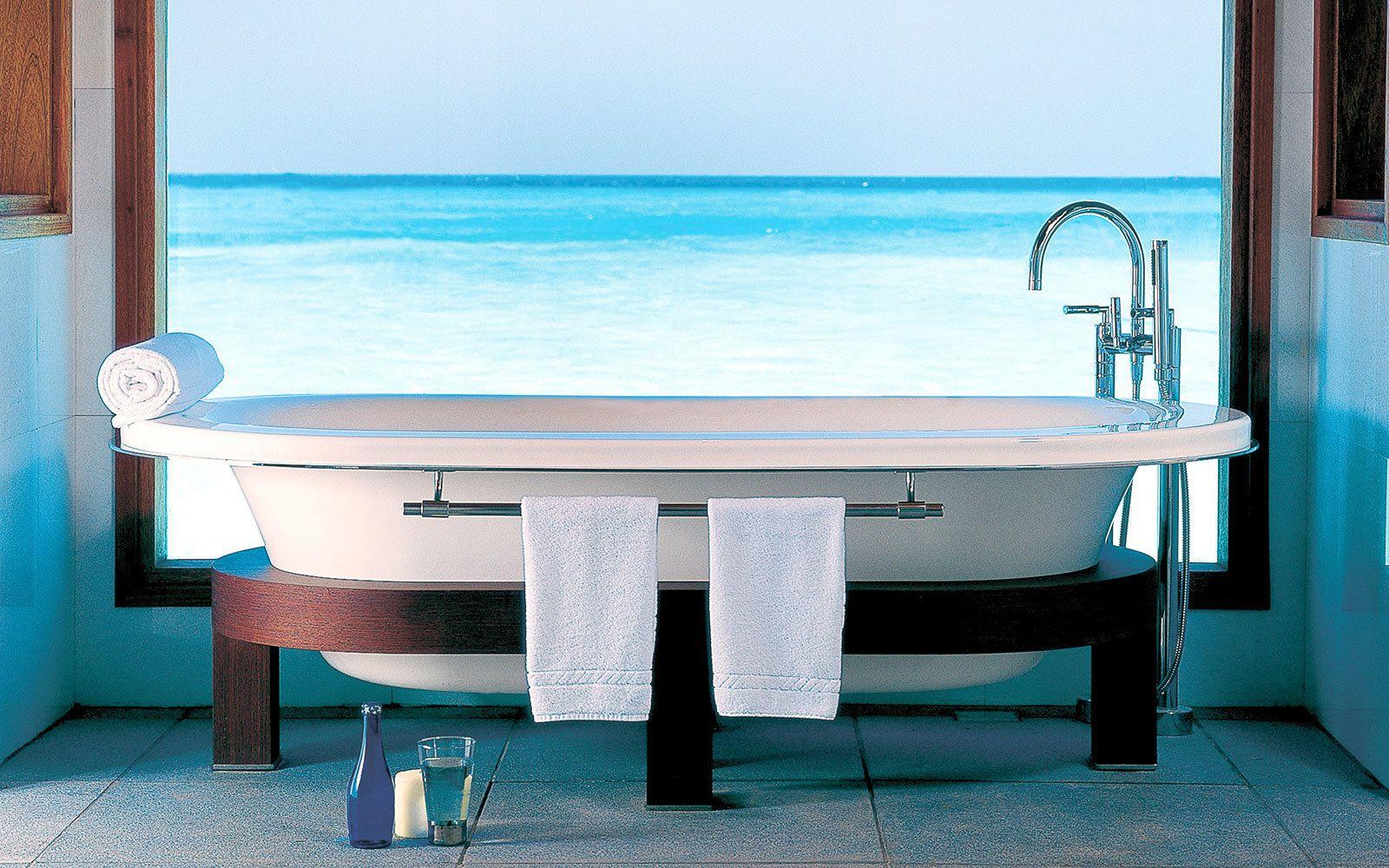 19 Bathtubs Around the World With Breathtaking Views | Bathtubs ...