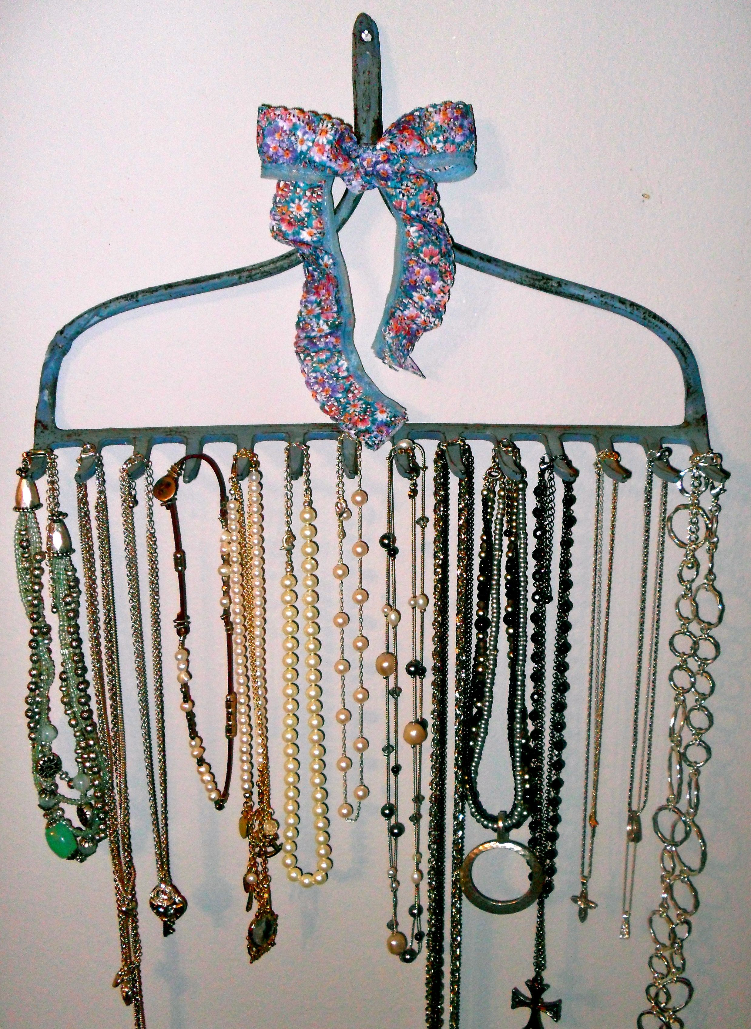 My own pinterest inspired necklace holder do it myself my own pinterest inspired necklace holder diy jewelry solutioingenieria Choice Image