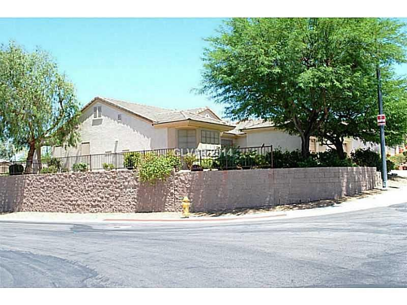 Beautiful New Listing In Sun City Anthem Henderson Nv 55 Community With Wonderful Country Club Golf Course Benefits Call Henderson Sun City House Styles