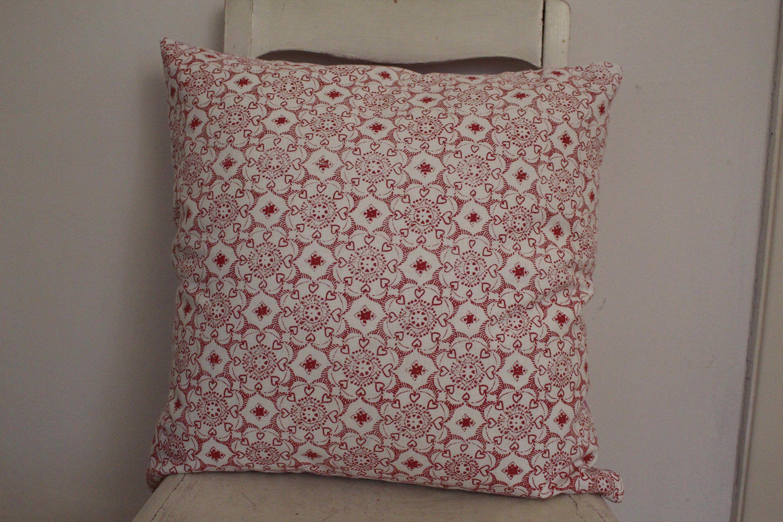Ich Freue Mich Den Jüngsten Neuzugang In Meinem Etsy Shop Vorzustellen Kissen Weiss Rot Rosa Kissenhülle 50x50 Bohokissen Mandala Throw Pillows Pillows Bed
