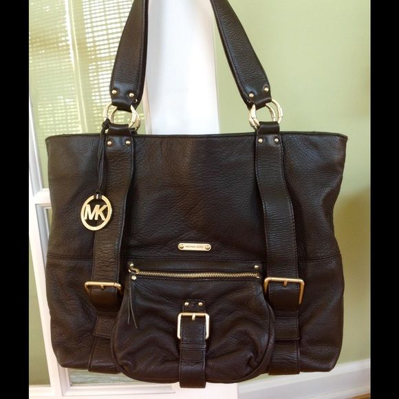 37cb4dd5769f SOLD ON TRADESY!! Michael Kors Blk Leather Handbag