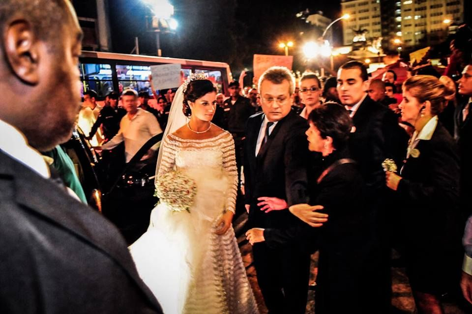 13 de julho, manifestação em frente ao casamento de Beatriz Barata.