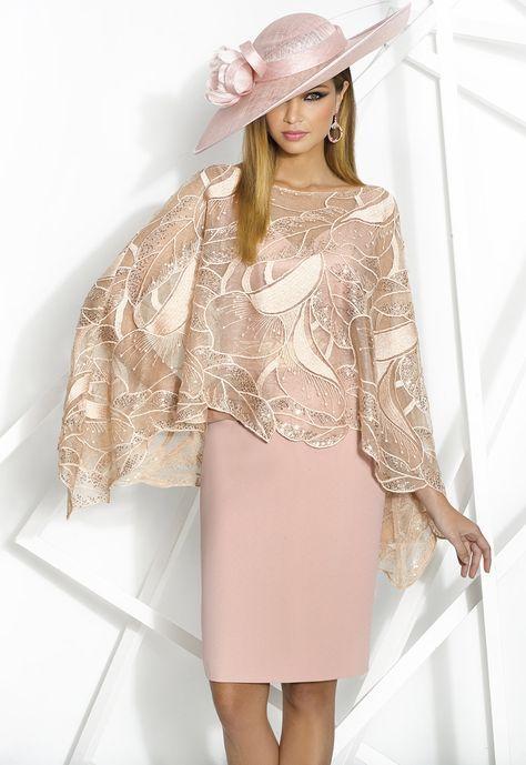 DONNA 7968 Vestido de fiesta corto en crepe de tirantes con escote corazón  y detalle de tul bordado en la cintura a juego con capa de tul bordado ... fc5043397cce