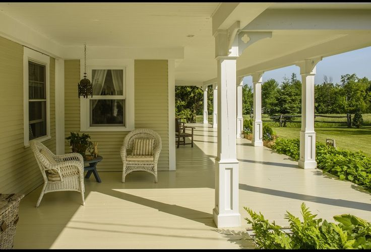 Country living porches the wraparound porch photos for Hgtv schedule house hunters