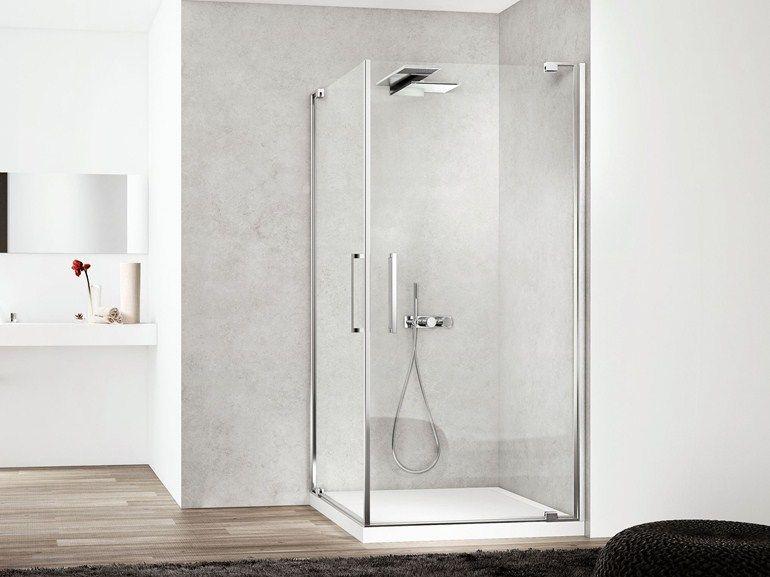 Geverfde badkamer muren met douche cabine en houten vloer.   Home ...