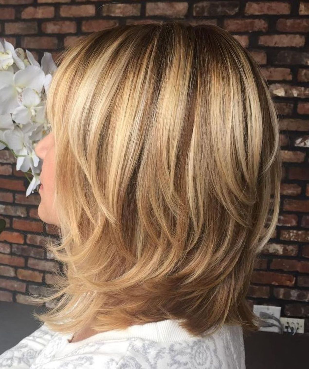 60 Fun And Flattering Medium Hairstyles For Women In 2019 Hair Cut