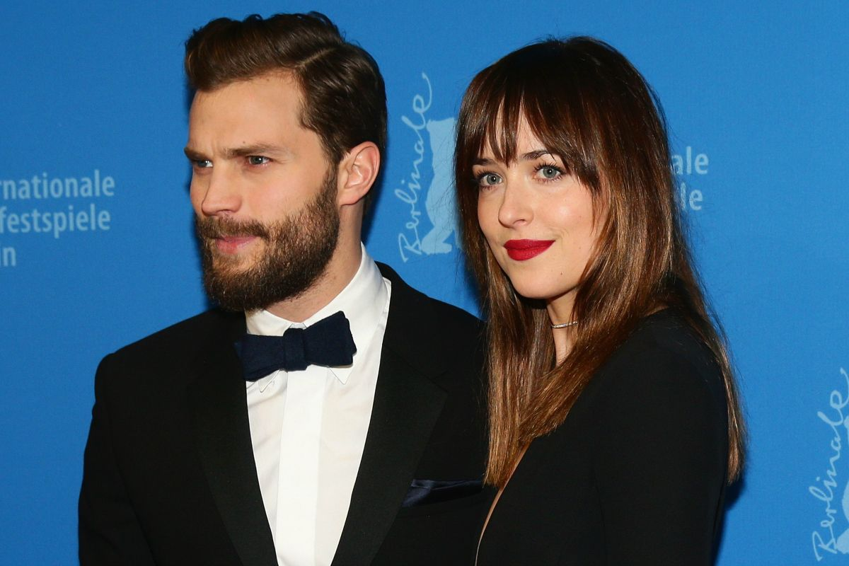 Dakota Johnson May Be Shooting A Movie Called 'how To Be Single', But That  Doesn't Mean That She Knows How To! In Fact, Shades Of Grey' Actress Is  Getting