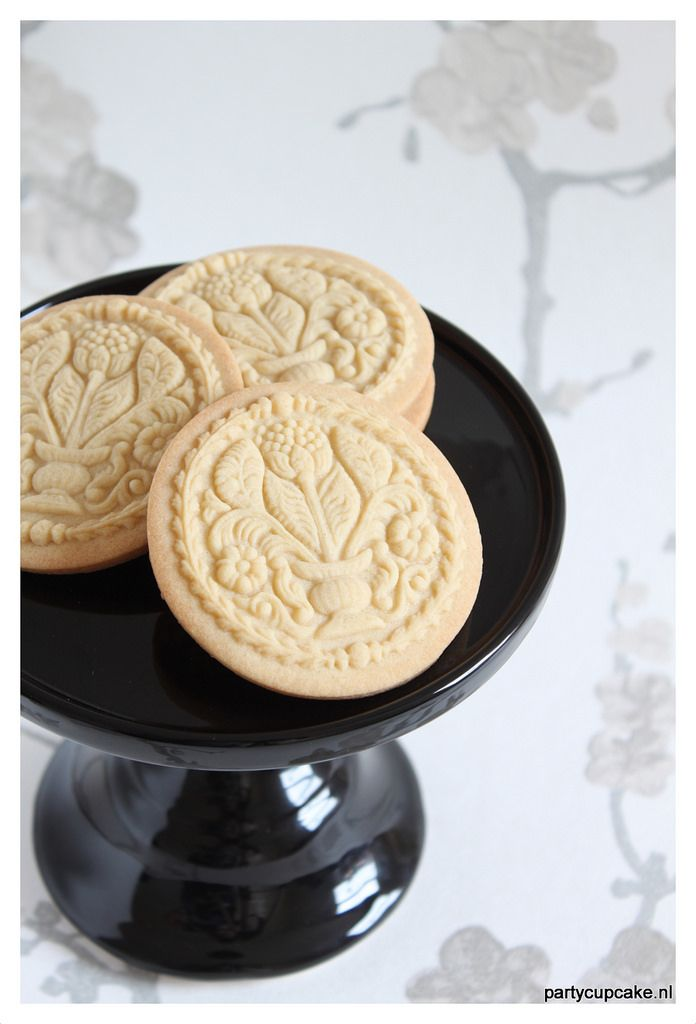 Springerle 'bouquet of flower' cookies   by partycupcakes