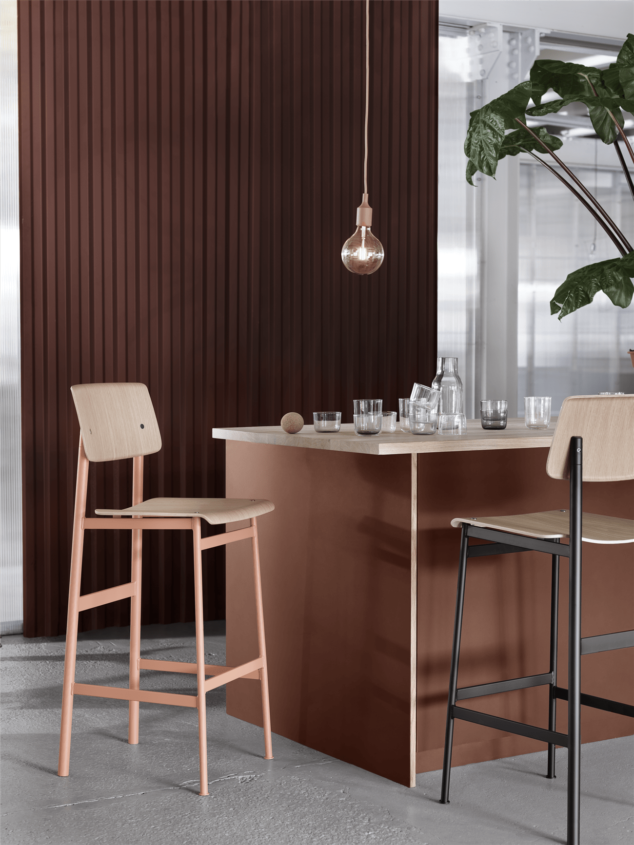 Where To Find The Best Bar Stools The Domino Guide Cool Bar Stools Mid Century Bar Stools Bar Stools