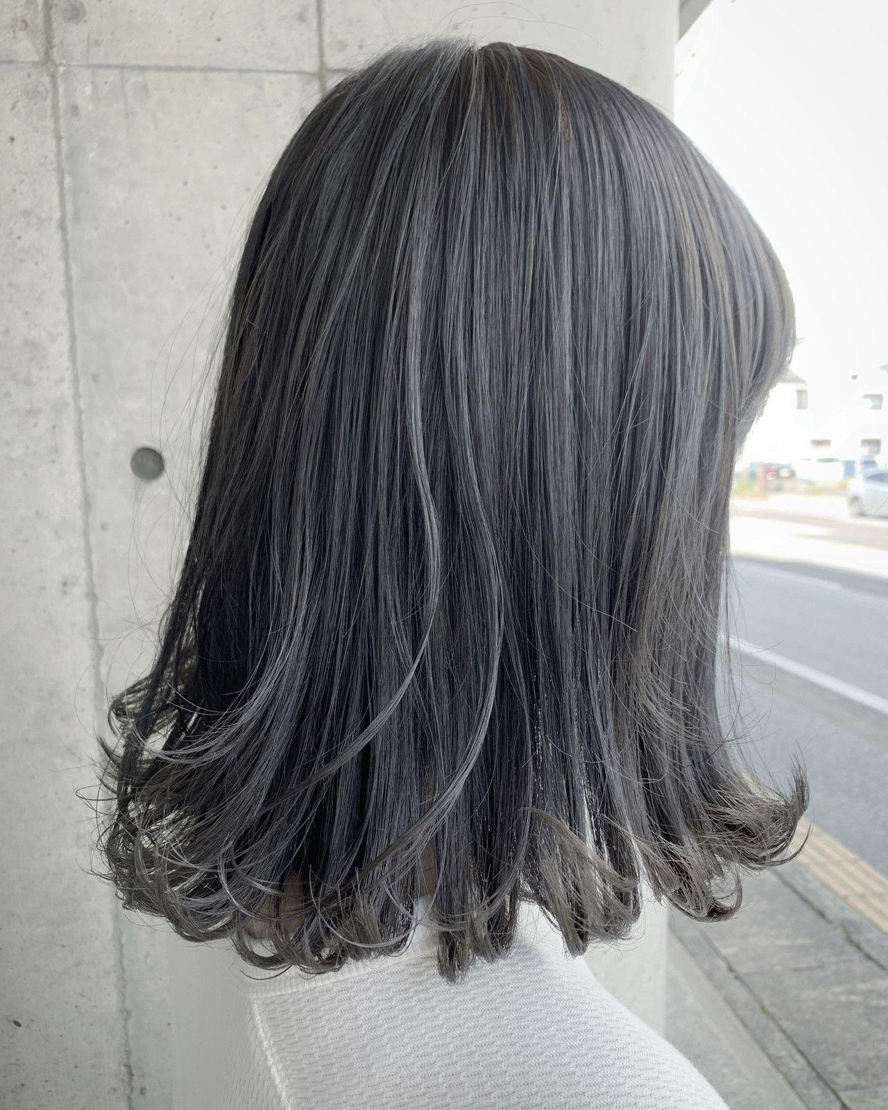 ミディアム グレーアッシュ グラデーションカラー グレー ヘアスタイルや髪型の写真 画像 グレー ヘアカラー カラフルヘア グレーアッシュ