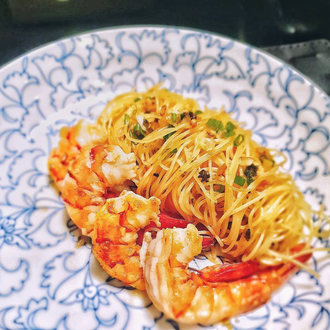 Too lazy to eat out after we were back from holidays today. Found some tiger in fridge and did a quick kombu, garlic and spring onion angel hair with homemade prawn oil.  Nothing beats a simple meal when back home! . . .