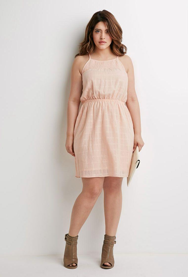 Nous allons vous donner quelques idées look femme ronde et quelques  conseils comment s habiller quand on fait un peu au-dessus de la taille 38. ec9b9a57fee5