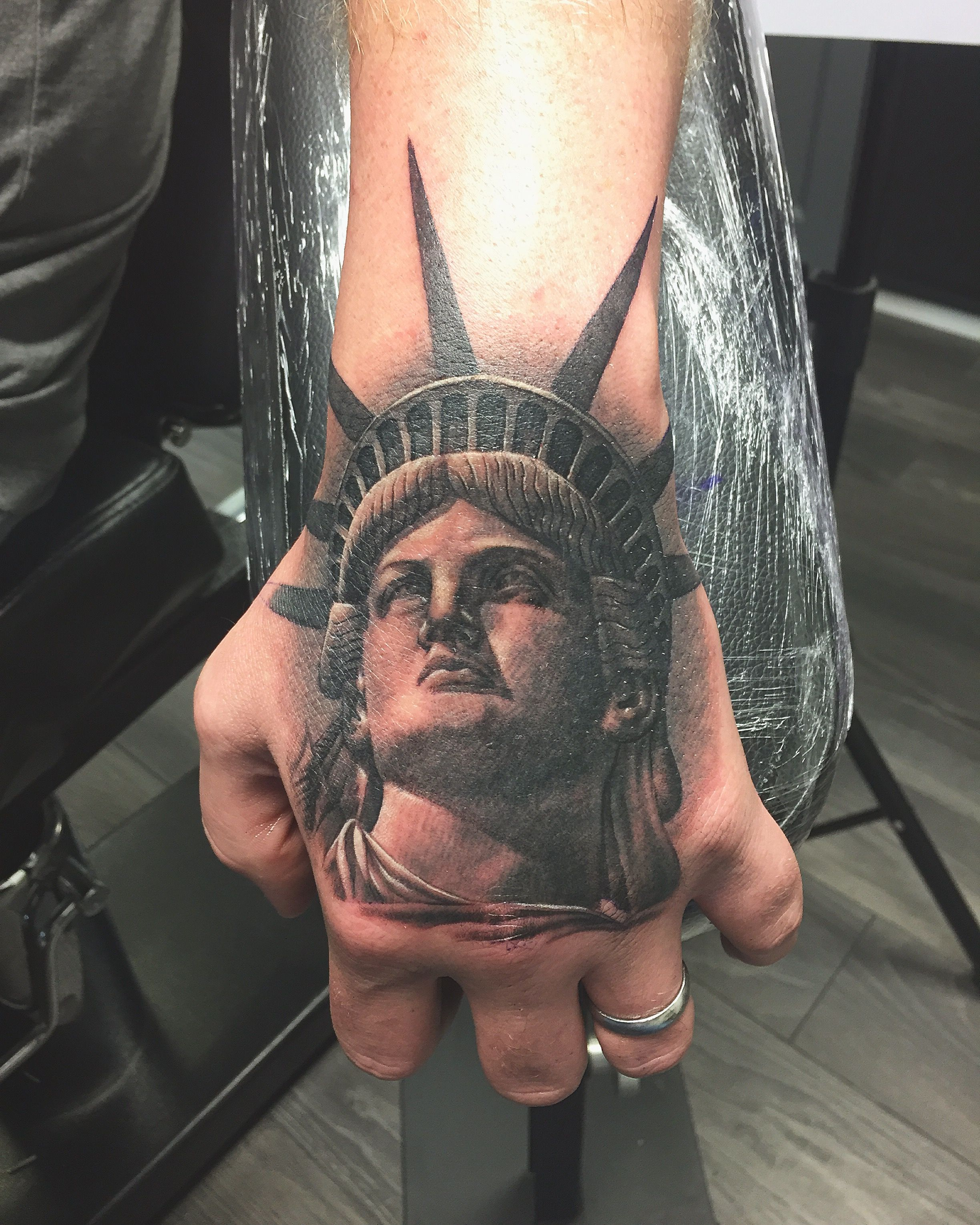 eb99c493f91b8 i love it! Lady liberty New York City hand tattoo | New shit in 2017 ...