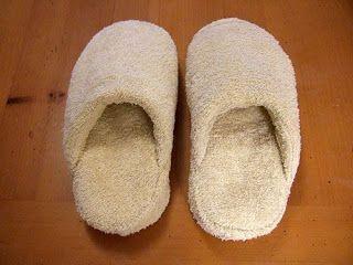 Idee Cucito Per Il Bagno : Fare delle pantofole per il bagno con dei vecchi asciugamani