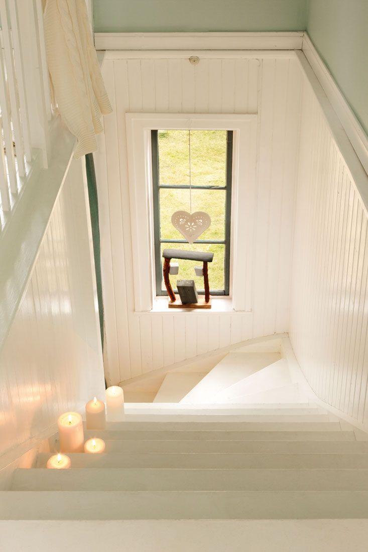 Cocina con contrapecho marmol y suelo damero blanco y for Escalera decoracion ikea