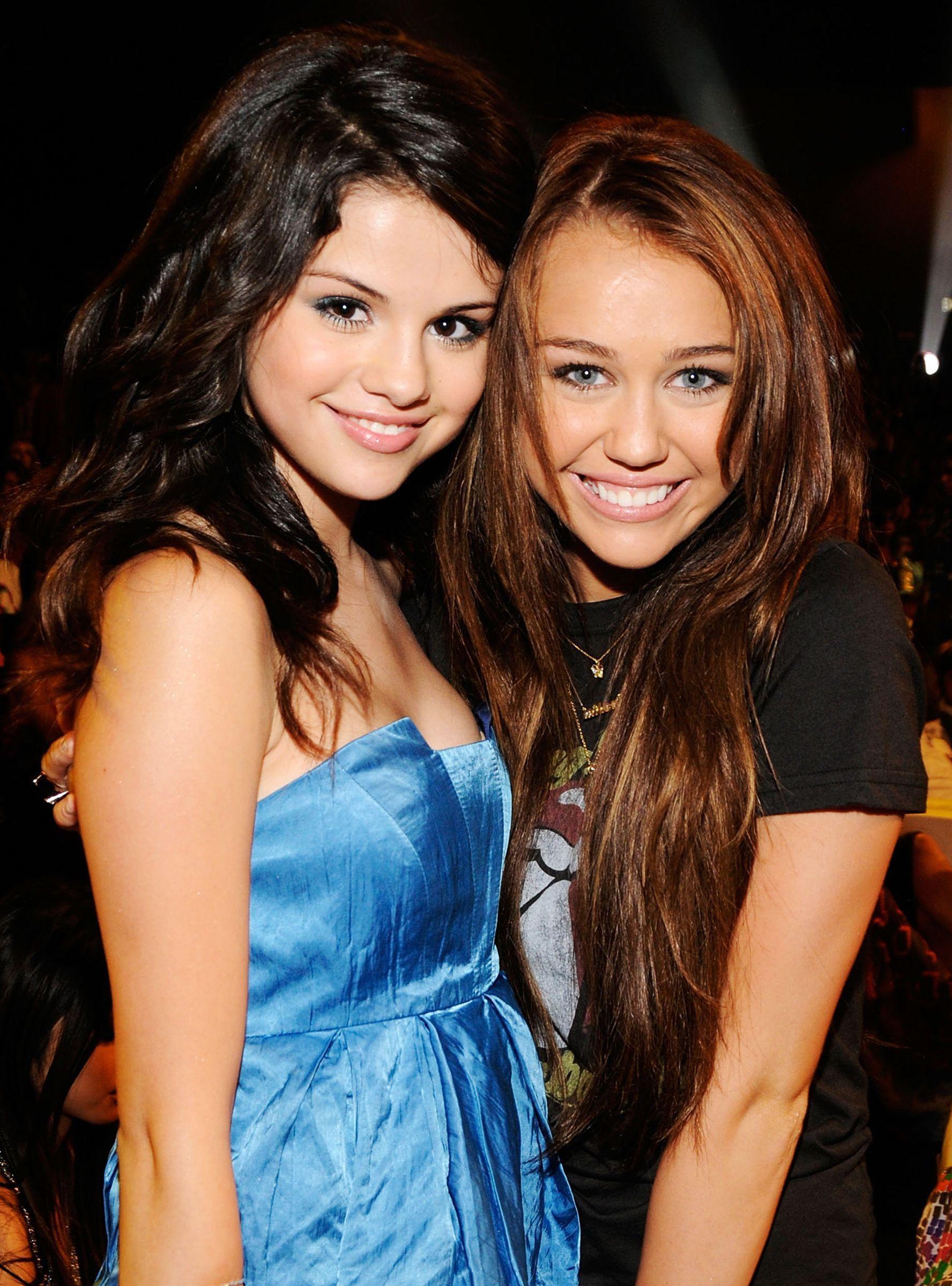 Why Miley Cyrus Is Defending Selena Gomez On Instagram | Selena gomez miley  cyrus, Miley cyrus, Selena gomez