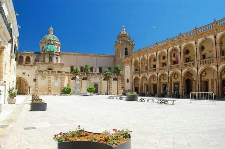 Piazza Della Repubblica Mazara Del Vallo Sicilia Sicilia Luoghi Luoghi Da Visitare