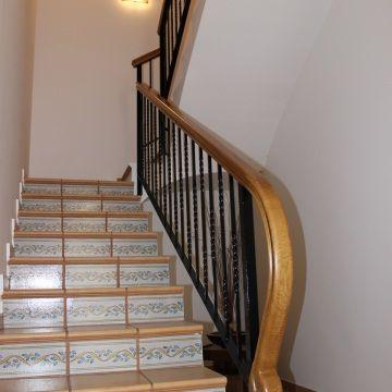 Pasamanos de madera buscar con google escaleras - Pasamanos de madera modernos ...