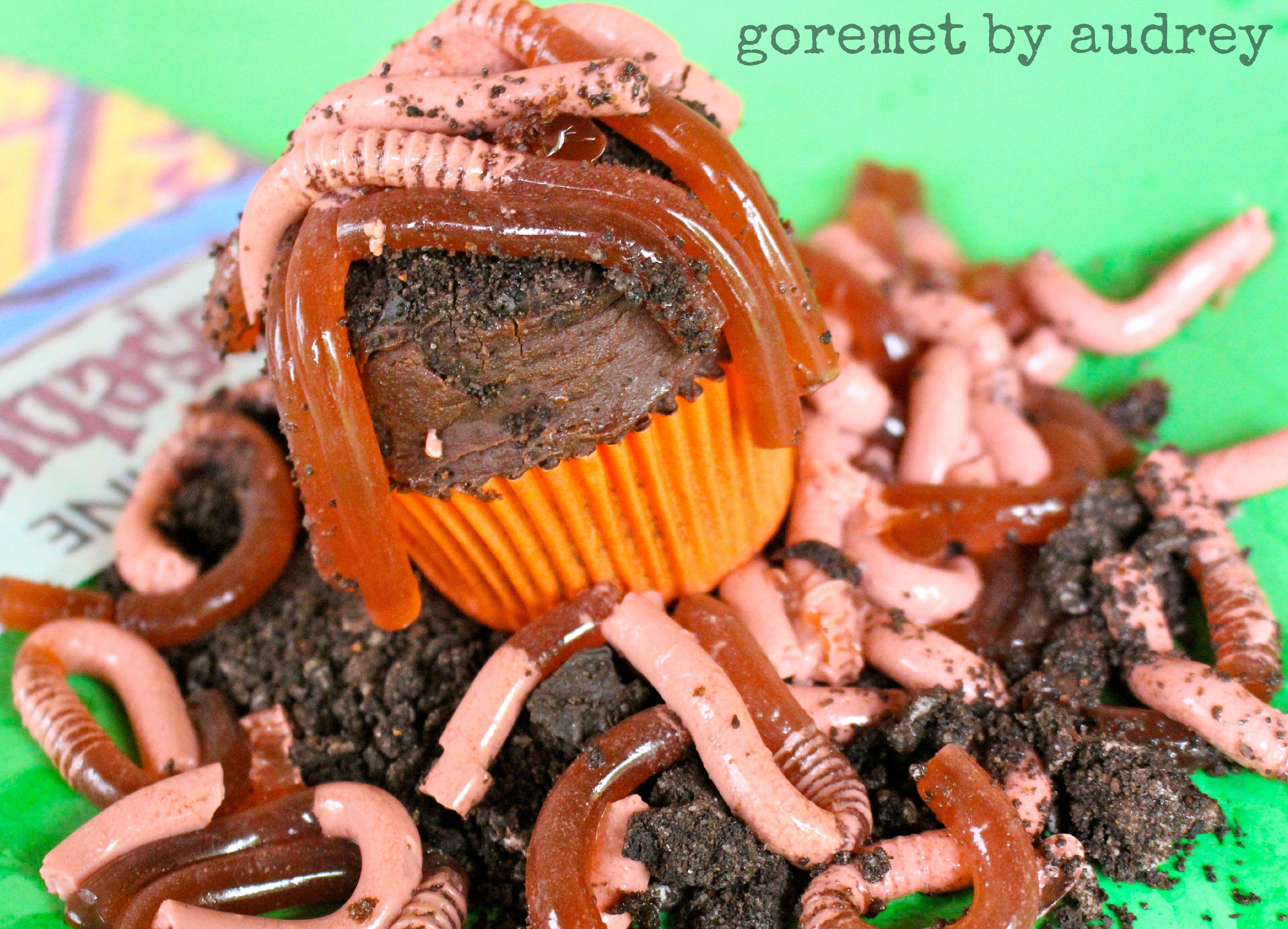halloween cupcakes goosebumps inspired go eat worms - Halloween Inspired Cupcakes