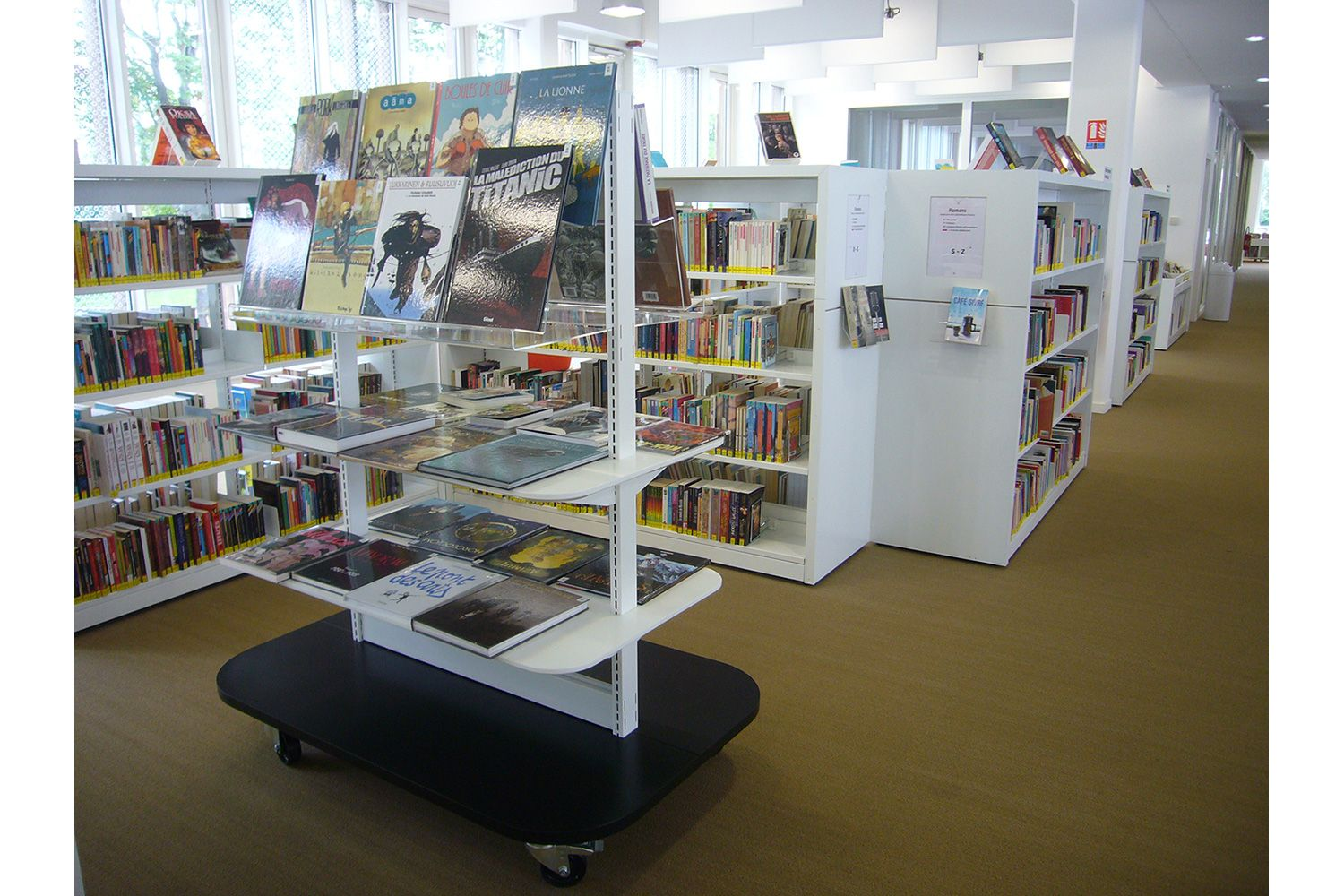60/30 Expo – display shelving for maximum attention