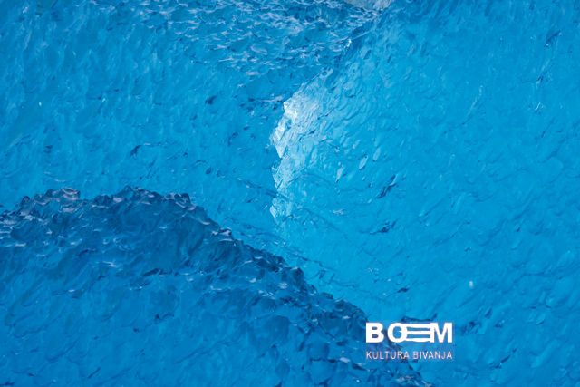 WATER ELEMENTS-BIZARR UND BLAU