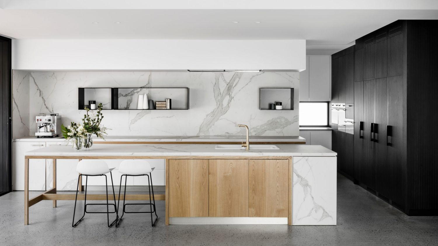 Natural Materials Take Centre Stage For A Modern Luxe Look At Taylor Pressly Simple Kitchen Design Kitchen Interior Interior Design Kitchen