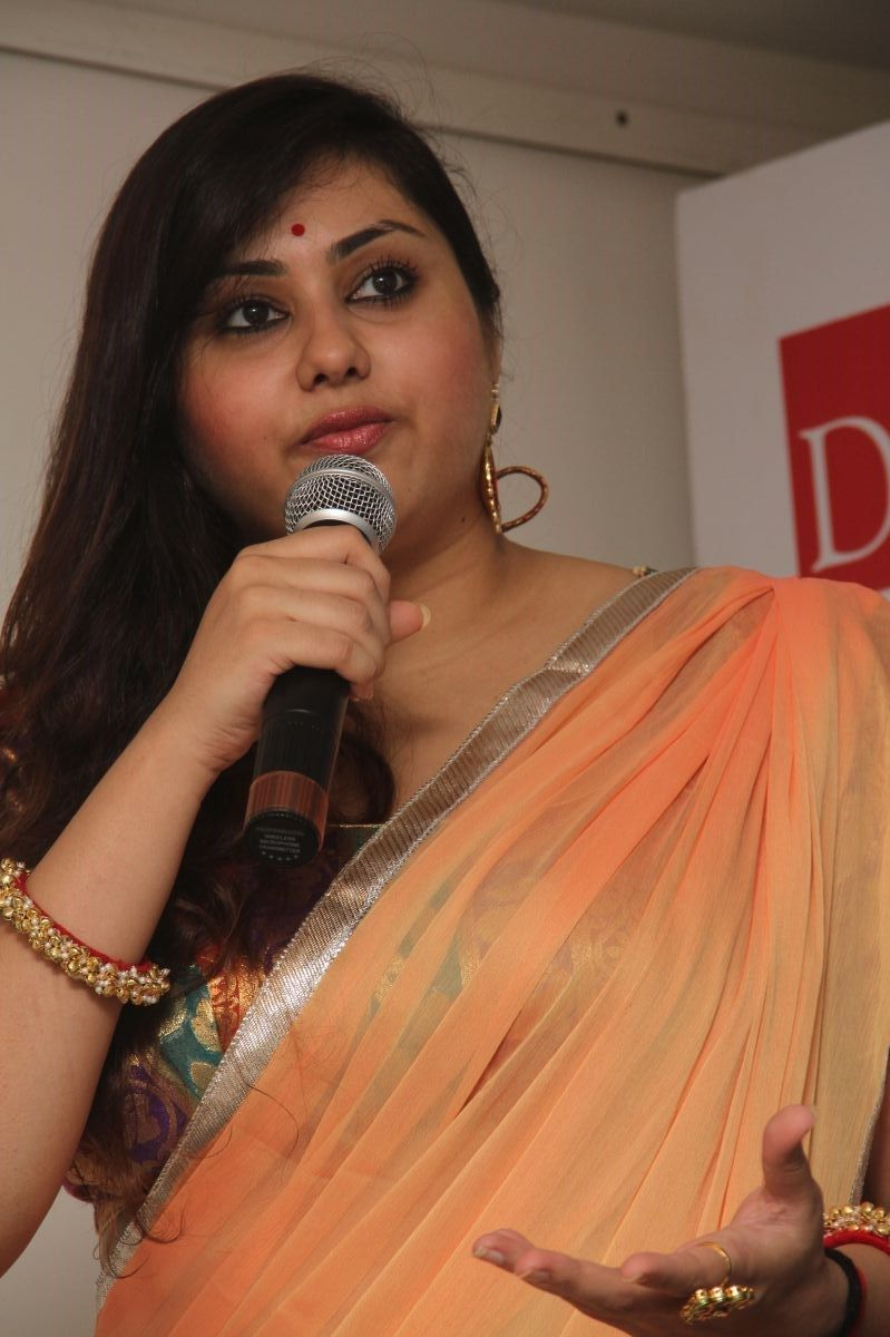 Namitha-Hot-Saree-Stills-At-Dr-Batra-Photography -8289