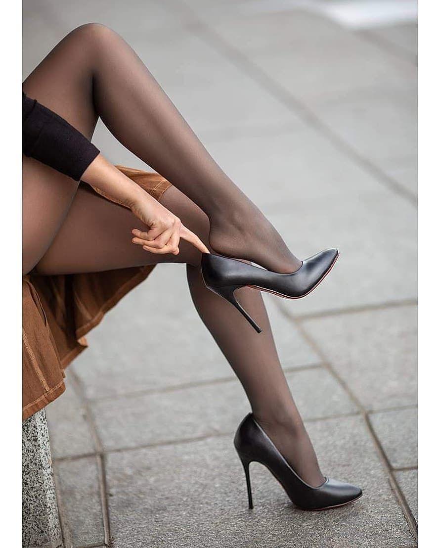 Pin By Faydeknaap On Black In 2020 Tights And Heels Heels Pantyhose Heels