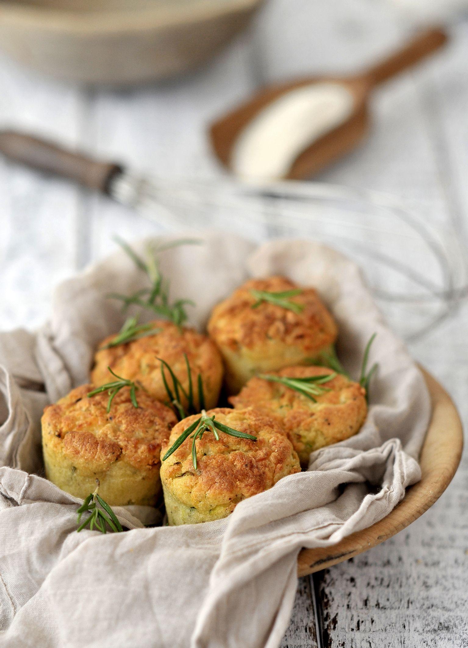 Grießmuffins mit Schafskäse und Zucchini