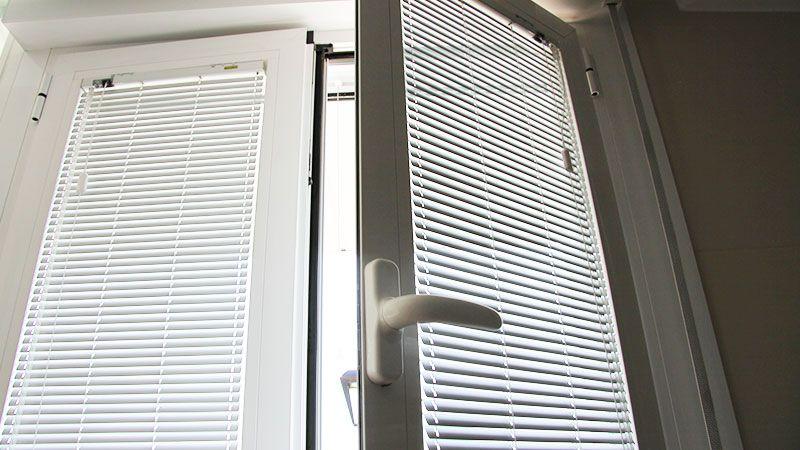 Que poner cortinas estores oscilobatiente buscar con - Estores para puertas ...