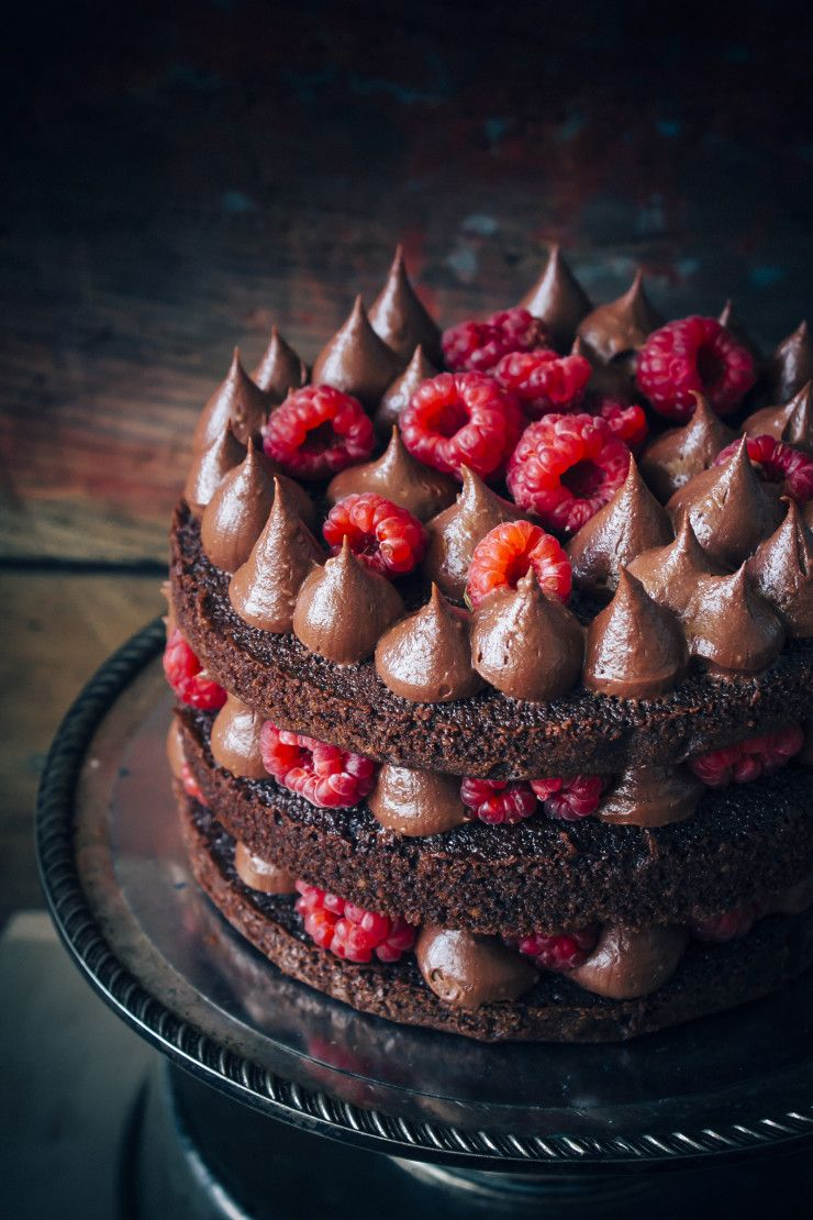 Easy Chocolate Cake With Raspberries #chocolatecake