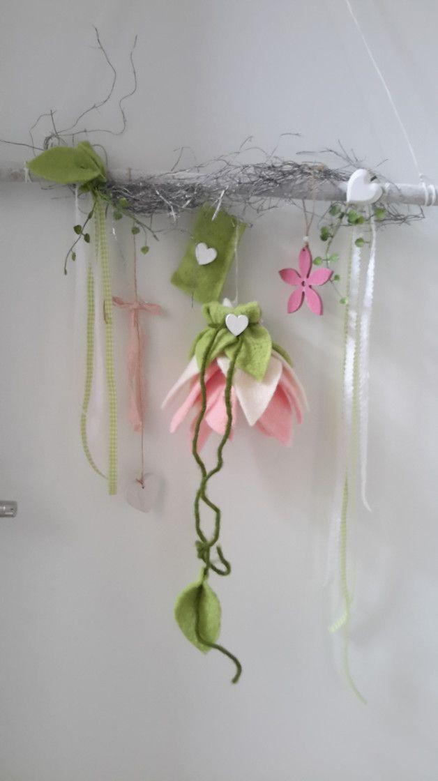 Kranz Basteln Aus ästen : liebevoll gestaltete fensterdeko aus sten kombiniert mit einer filzbl ten in denen sich ~ Heinz-duthel.com Haus und Dekorationen