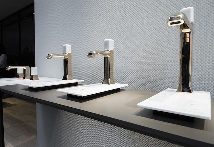 Design Badezimmermöbel ~ Schöne bäder badezimmermöbel kaufen weiße waschbecken mit goldenen