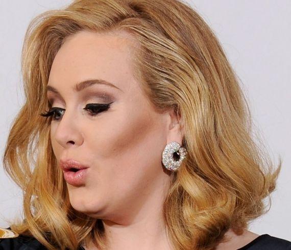 A cantora Adele sempre aposta no clássico marrom, nos olhos e nas bochechas http://vilamulher.terra.com.br/tons-marrons-na-maquiagem-2-1-14-1251.html Foto: Just Jared